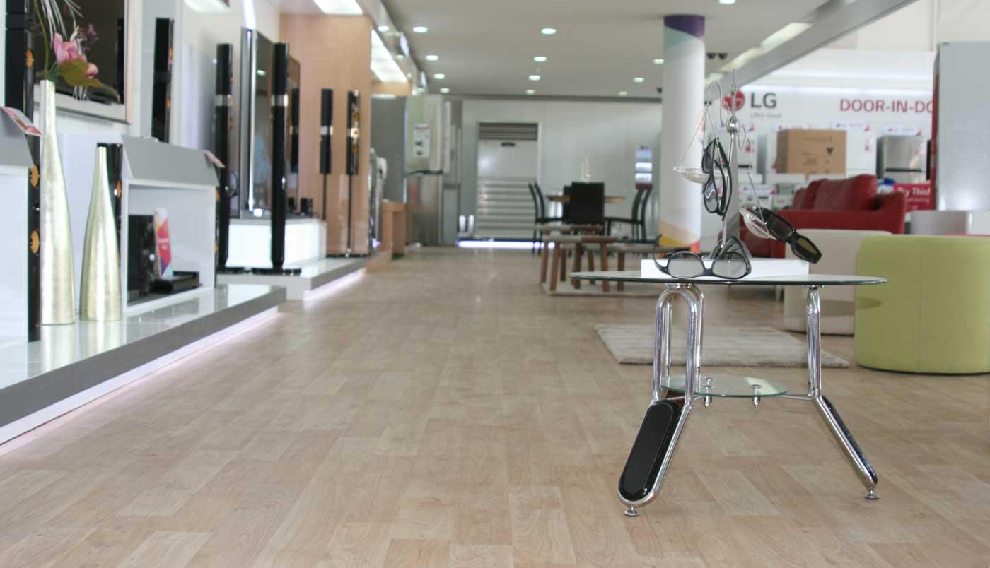 Lg showroom laminate flooring maisons et parquets for Riva laminate flooring